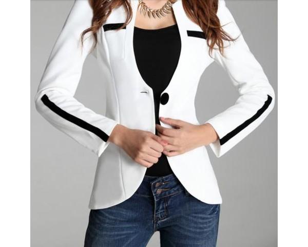 Promoción válida del 8 de octubre al 18 de noviembre de Aplica a los jeans de la colección de mujer Otoño/Invierno Descuento aplicable en caja. No .